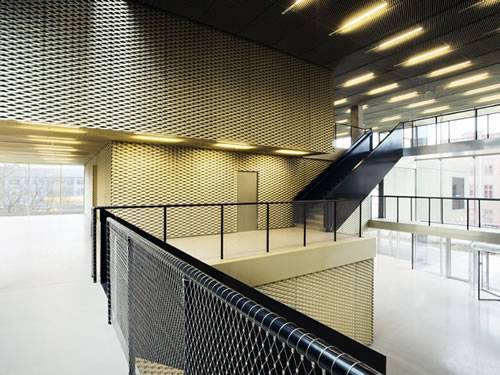 Golden aluminum expanded metal meshes with diamond holes are installed on interior wall.
